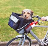 Hondenfietsmand aan stuur